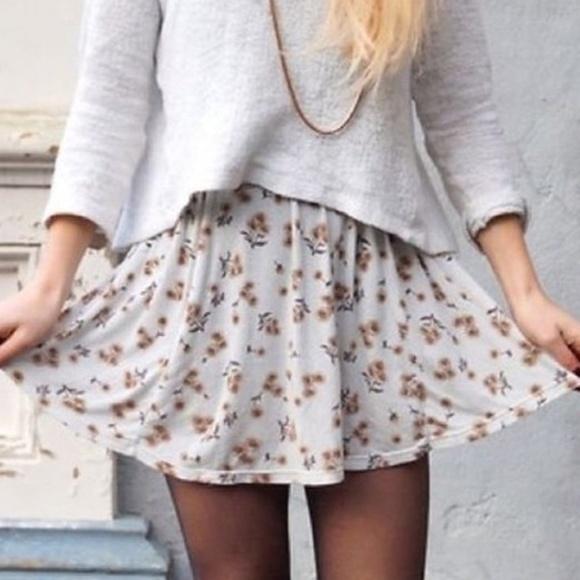 Brandy Melville Dresses & Skirts - 4/$25 Brandy Melville sunflower printed mini skirt
